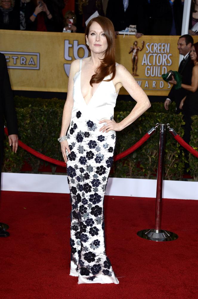 Julianne Moore in Chanel SAG