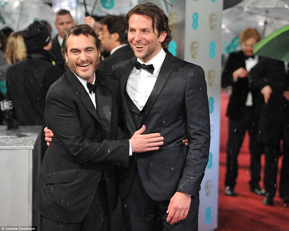 Bradley Cooper y Joaquin Phoenix Bafta 2013