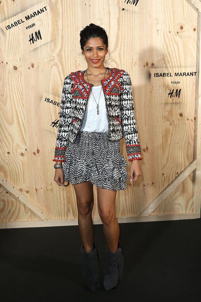 Freida Pinto con la chaqueta y los botines de Isabel Marant para H&M
