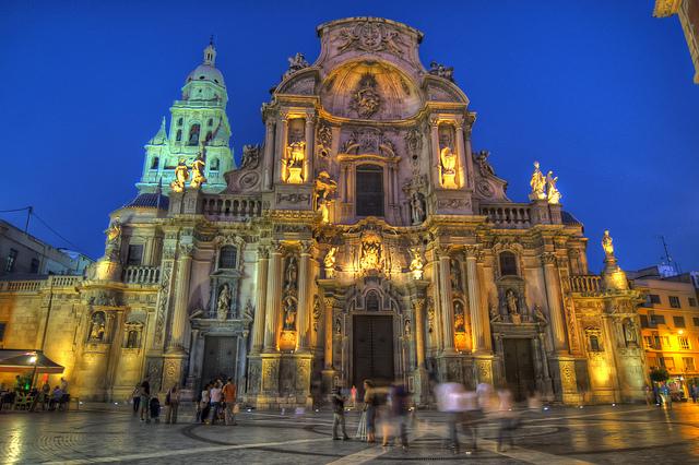 La catedral de Murcia de noche. Foto: Xavi Baeli