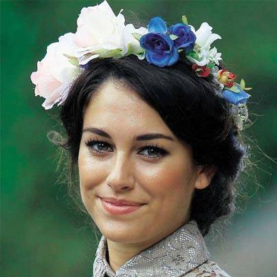 blanca-suarez-corona-flores